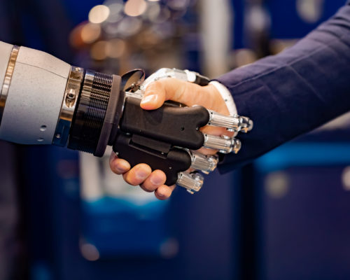 hand-of-a-businessman-shaking-hands-with-a-V8A6YPW-scaled-500x400 Intelligenza artificiale, Internet of Things (IoT) e Big Data