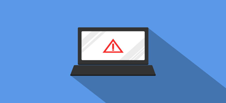 PC con segnale di pericolo sullo schermo per possibile Data Breach