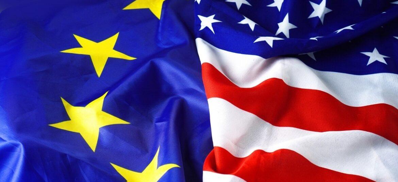 Bandiere UE e USA affiancate