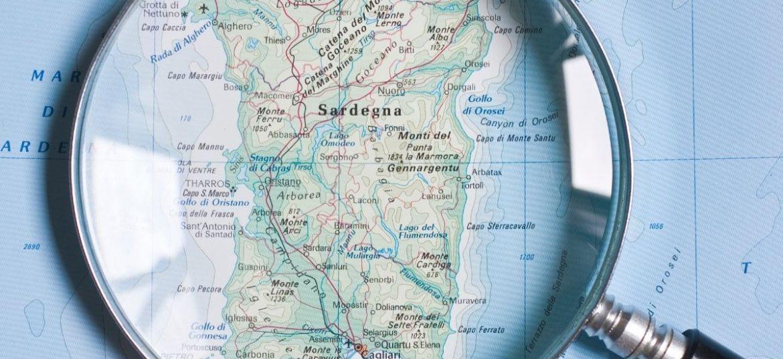 Regione Sardegna - Cartina geografica con lente sovrapposta